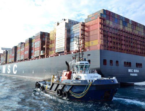 Boluda Towage Spain remorque l'entrée et la sortie du plus grand porte-conteneurs du monde dans le port d'Algésiras