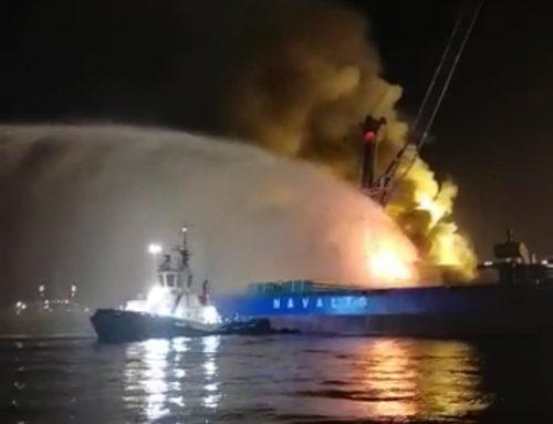 La rápida intervención de dos remolcadores de Boluda evita que un estibador resulte herido por las llamas en Cartagena